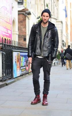 С чем носить байкрскую куртку мужскую фото2