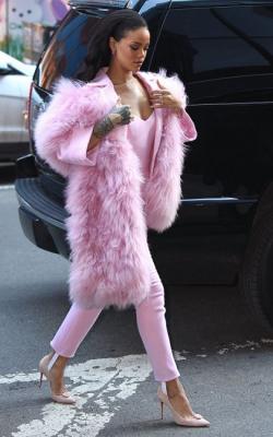 Розовая шуба фото