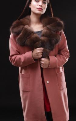 Кашемировое пальто с меховым воротником фото 1