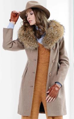 Кашемировое пальто с меховым воротником фото 2