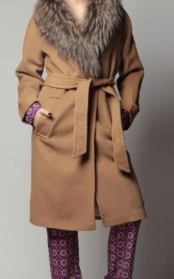Кашемировое пальто с меховым воротником фото 3