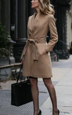 классическое пальто с платьем