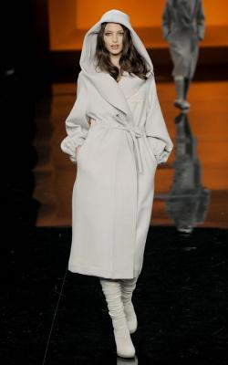 Классическое пальто с капюшоном фото 2