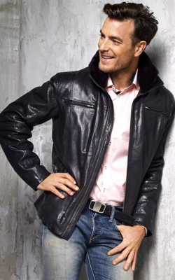 Мужская кожаная куртка с меховым воротником фото 2