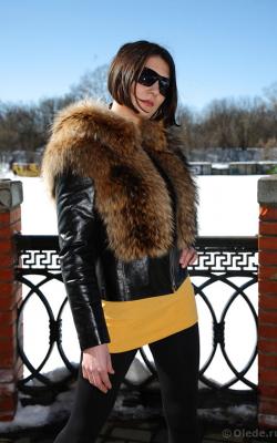 кожаная куртка с капюшоном и мехом3