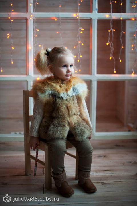 Девочка в меховом жилете фото 4