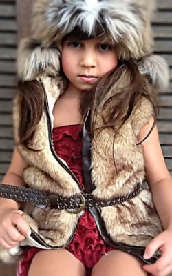 Девочка в меховом жилете фото 5
