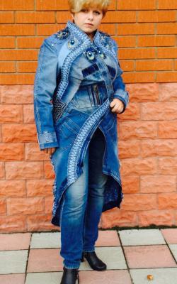 Джинсовое пальто с вышивкой и мехом фото 1