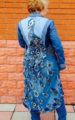 Джинсовое пальто с вышивкой и мехом фото 3