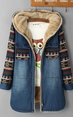 Джинсовое пальто с вышивкой и мехом фото