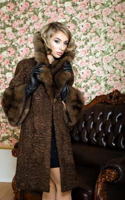 пальто из каракуля3