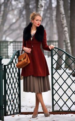 Пальто с меховым воротником и юбка фото 3