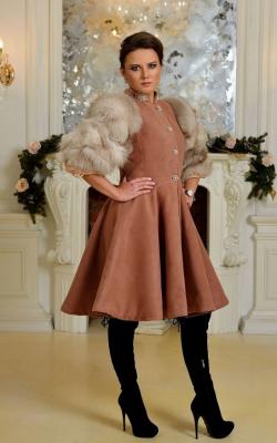 Пальто с меховыми рукавами фото 6
