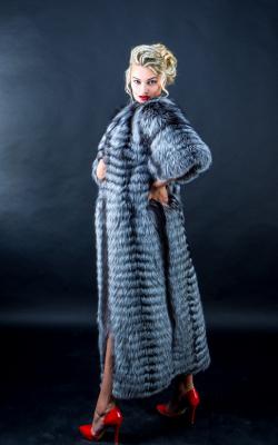 пальто на трикотажной основе из меха чернобурки фото 3