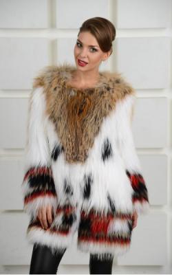 пальто на трикотажной основе из меха енота фото 2
