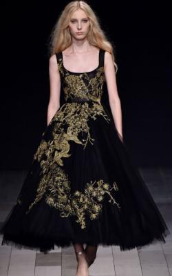 Платья с вышивкой фото 2