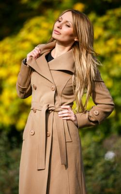 Приталенное пальто с капюшоном фото 3