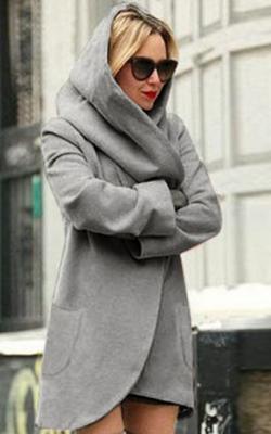 Короткое пальто с капюшоном фото 1