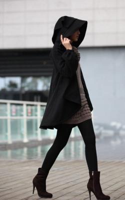 Короткое пальто с капюшоном фото 2