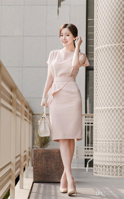 Нежно-розовое офисное платье фото 3
