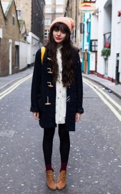 С чем носить короткое пальто с капюшоном фото 2