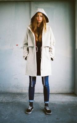 С чем носить пальто с капюшоном фото 3