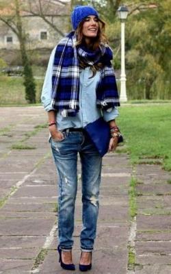 С чем носить синюю шапку фото 2