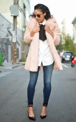 С чем носить розовую шубу 2