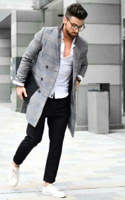 Серое мужское пальто фото 3