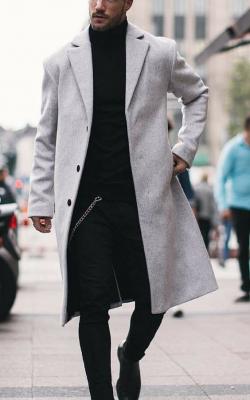 Серое мужское пальто фото 4