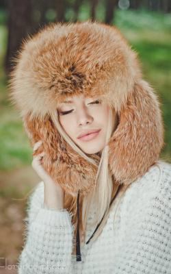 Женская шапка из меха лисы фото 2