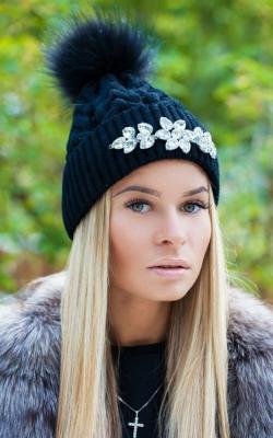 Как украсить женскую зимнюю шапку фото 2