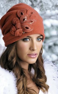 Женская шапка из валяной шерсти