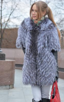 пальто на трикотажной основе из меха лисы фото 3