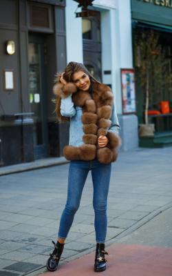 Женская меховая джинсовка фото 3