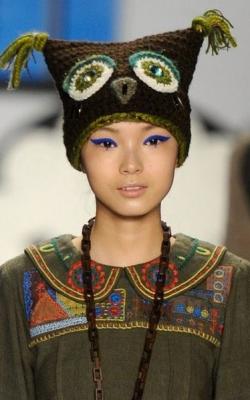 Женские вязнаые шапки фото 1