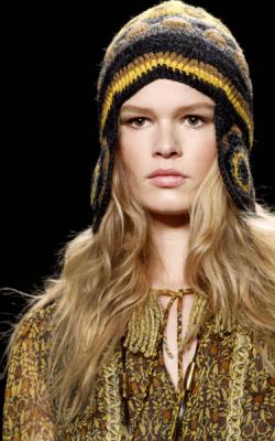 Женские вязнаые шапки фот 6