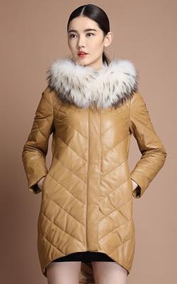 Женский кожаный зимний пуховик с мехом1