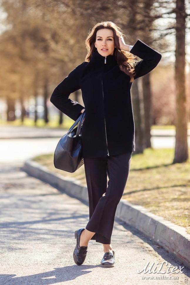 Женское пальто на молнии