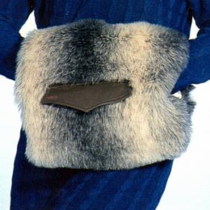 Женская меховая муфта для рук: фото и модная история