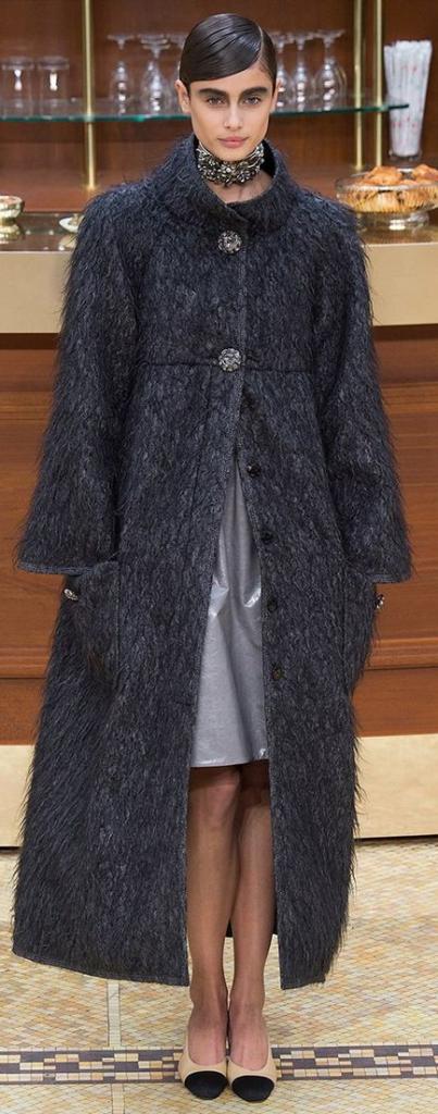 Меховое пальто с платьем миди