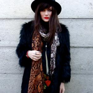 Дополняем свой образ настоящей леди шарфом, платком или снудом!