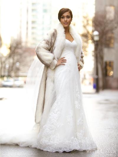 Шуба пастельного цвета и свадебный наряд
