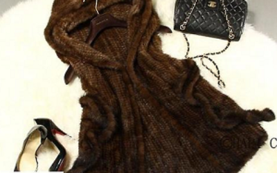 С чем носить вязаные норковые жилеты?