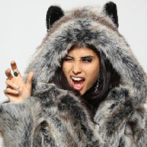 Мужские и женские шубы из меха волка: особенности меха