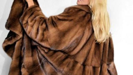 Почему шуба трапеция так популярна среди модниц?