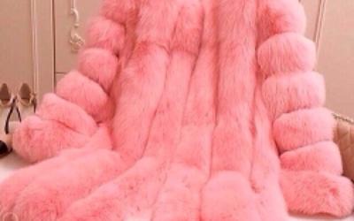 Розовая шуба — горячий тренд сезона