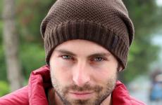 Узоры вязания мужских шапок спицами (с техникой и схемами)