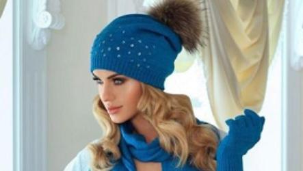 Синяя шапка: модели, оттенки, материал, модные луки