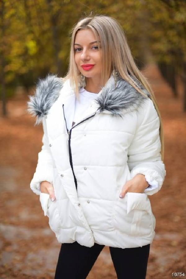 Куртка с меховой опушкой